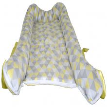 Ninho de bebê triangulo amarelo - 0 á 6 meses